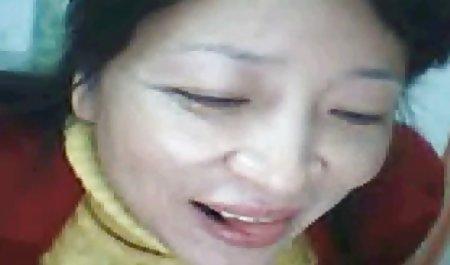 புதர் ஆசிரியர் தேய்த்தல் அவரது vagina மற்றும் பெண்குறிமூலம் போது porno ஒரு தனி
